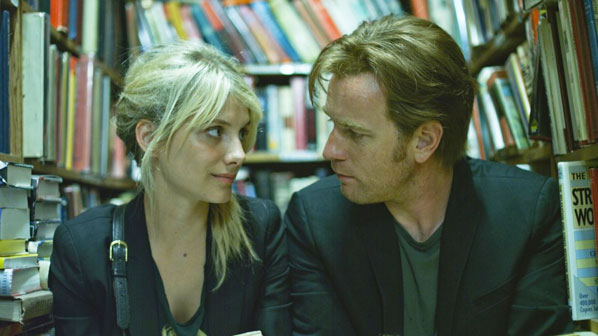Anna e Oliver na biblioteca