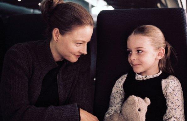 Jodie Foster no avião com a filha