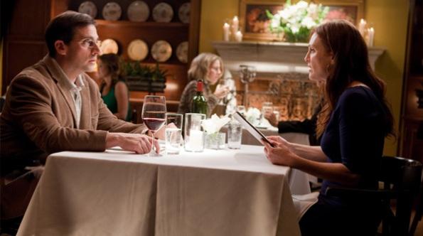 Steve Carel e Juliane Moore em jantar romântico