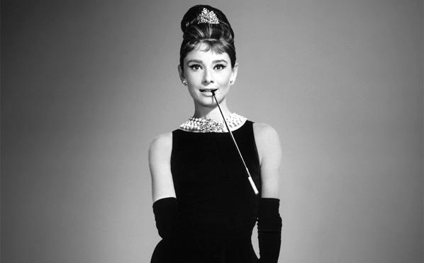 63baaa3729d Bonequinha de Luxo e a moda. Audrey Hepburn vestido Givenchy